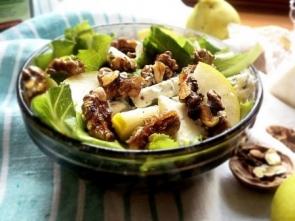 Салат из груш с орехами