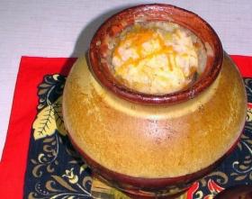 Каша из риса и пшена в горшочках