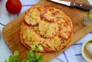 Пицца с креветками и двумя видами сыра