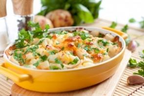 Запеканка из молодого картофеля с кабачком и сыром