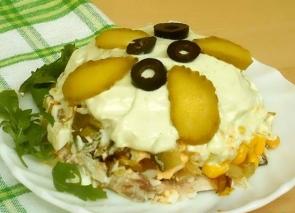 Салат «Интрига» с горбушей и овощами