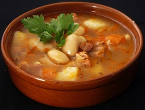 Густой фасолевый суп с овощами