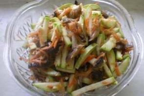 Кабачки с грибами «по-корейски»