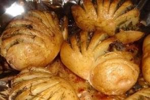 Картошка-гармошка с грибной начинкой