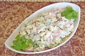 Салат из редиса, огурцов и сыра